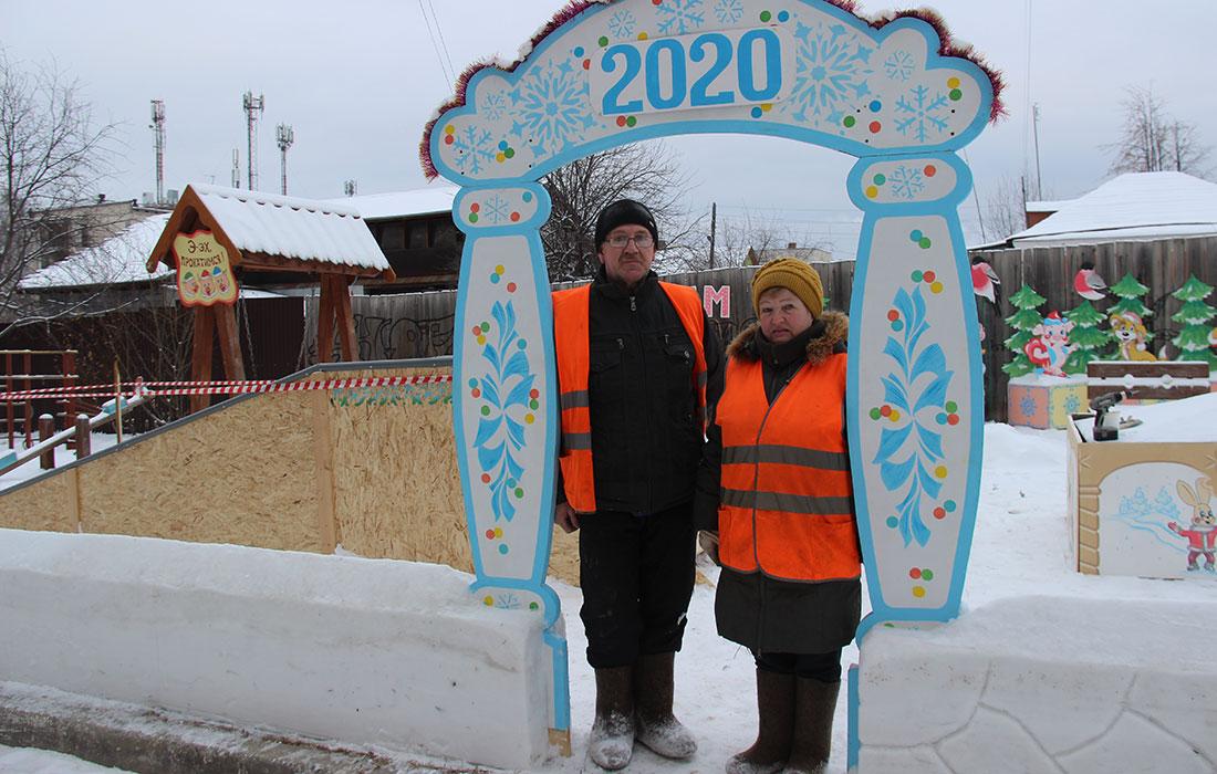 Снежный городок в Полевском во дворе дома 26, ул. Ст. Разина